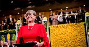 Donna Strickland receiving an award